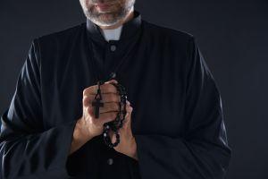 Tiene 85 años, fue sacerdote y ahora es actor de películas porno