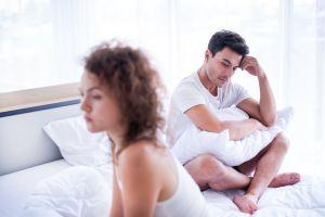 Descubre las razones psicológicas por las que un hombre puede perder la erección