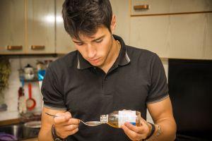 ¿Cuáles son los efectos del abuso de medicamentos para la tos?