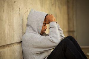 ¿Cómo podemos ayudar a que los adolescentes superen emociones difíciles sin caer en hábitos nocivos o adicciones?