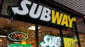 VIDEO: Perrita va a Subway todos los días para que le den comida (y si no lo atienden rápido se va a Taco Bell)