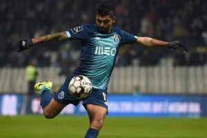 Un 'señor gol' de 'Tecatito' le da la victoria al Porto, pero luego lo expulsan