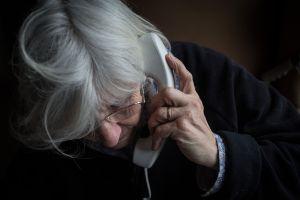 Protejamos a nuestros seres queridos contra el fraude a los adultos mayores durante esta temporada festiva
