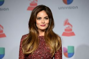 La ex Miss Universo Ximena Navarrete, presume cuerpazo en traje de baño
