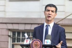 Impulsan que inmigrantes con 'green card' puedan votar en elecciones de NYC