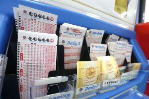 Compró nuevos boletos de lotería por si recuperaba $5 dólares. Ganó $250,000