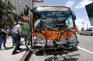 Mejoras en autobuses y trenes, parte del nuevo 'Plan Verde' de Los Ángeles