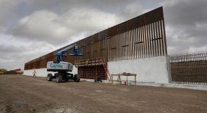 Inmigrante fallece al caer del muro fronterizo en Arizona