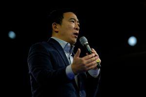 Joe Biden suma a excandidato Andrew Yang a su coalición