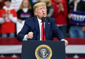 Trump se lanza contra dos juezas de la Corte Suprema que votan en su contra