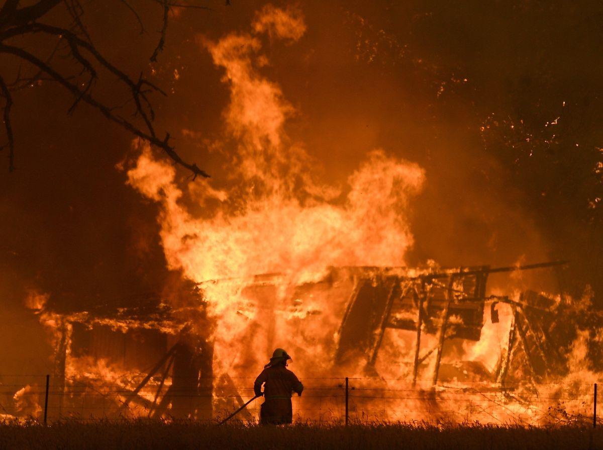 ¡Vuelven como héroes! Regresan a casa los bomberos que combatieron incendios en Australia