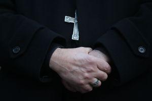 Cura italiano anuncia en plena misa que deja el sacerdocio porque se enamoró de catequista