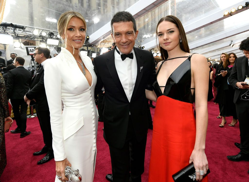 HOLLYWOOD, CALIFORNIA - FEBRUARY 09: (L-R) Nicole Kimpel, Antonio Banderas and Stella Banderas attend the 92nd Annual Academy Awards at Hollywood and Highland on February 09, 2020 in Hollywood, California. (Photo by Kevork Djansezian/Getty Images)