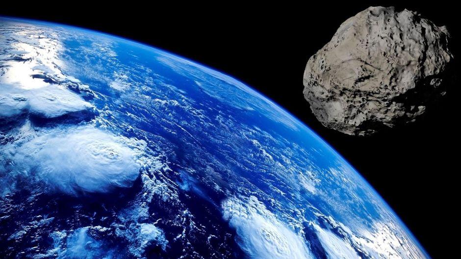 """Un asteroide potencialmente peligroso pasó cerca de la Tierra con su propia """"luna"""""""