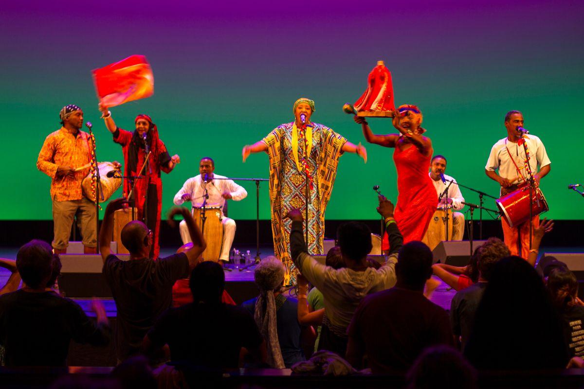 """""""Encuentros Globales"""" mezcla talento internacional en Queens"""