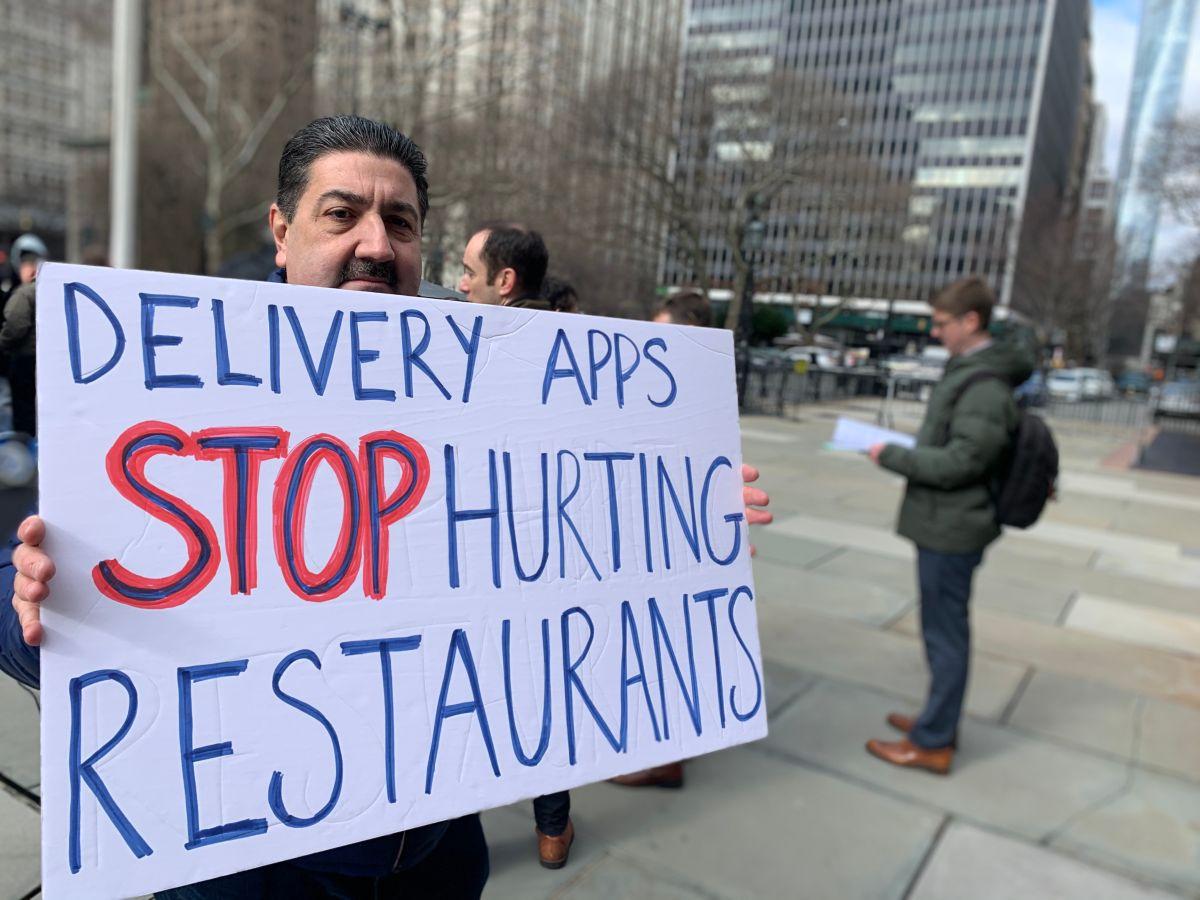 Denuncian que apps de 'deliveries' se 'comen' los ingresos de pequeños restaurantes en NYC