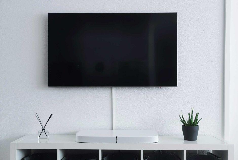 """Una pantalla gigante en tu hogar: Los mejores televisores inteligentes de 50"""" por menos de $400"""