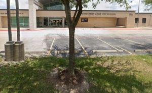 Varios estudiantes heridos al incendiarse una batería de teléfono celular en una escuela de Texas