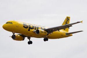 Mujer en sus 30 años murió de coronavirus mientras viajaba en avión de Spirit Airlines