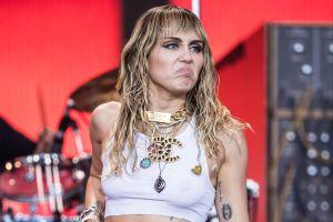 Miley Cyrus elimina todas sus fotos junto a Cody Simpson ¿se acabó el amor?
