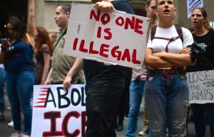 """""""Ganamos demanda contra Trump"""": fiscal celebra en español que ICE ya no podrá arrestar inmigrantes en tribunales de Nueva York"""