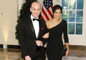 El regalo de boda envuelto con papel sarcasmo que dieron al asesor de inmigración de Trump