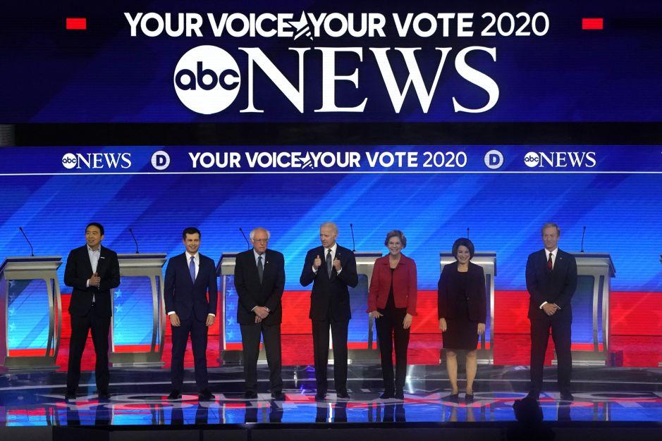 Sigue aquí los momentos más importantes del octavo debate demócrata en New Hampshire