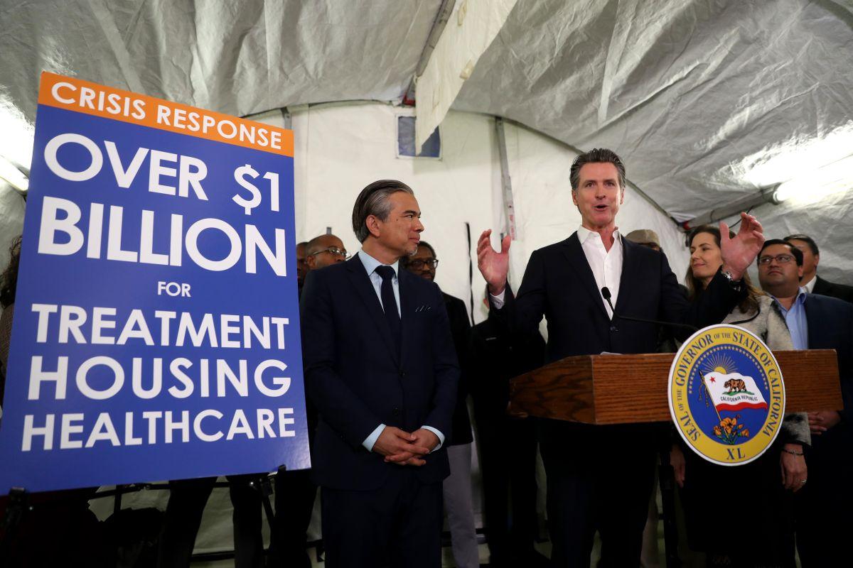 Gobernador de California califica de desgracia la crisis de desamparados