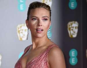 Scarlett Johansson se casó en secreto con Colin Jost