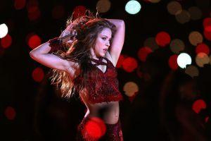 Shakira muy ardiente con su sostén nude