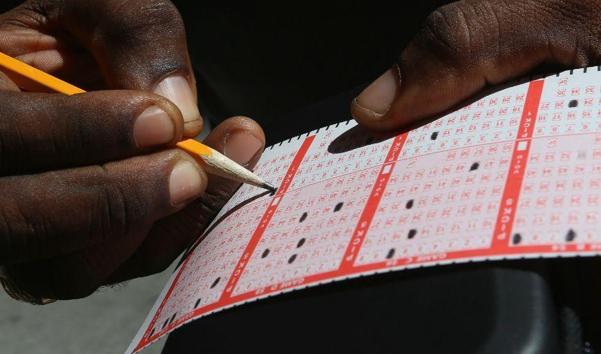 Usó la misma combinación de números y ganó la lotería.