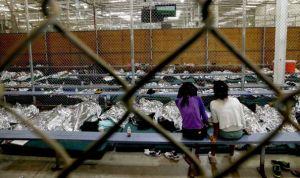 """Los Ángeles prohíbe cárceles privadas de inmigración disfrazadas de """"albergues infantiles"""""""