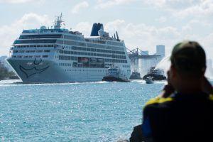 Los cruceros en Florida intentan controlar el coronavirus a medida que aumentan los casos en los barcos