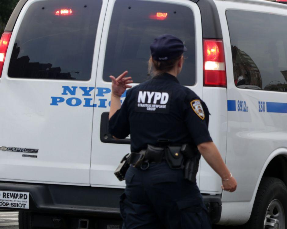 Sujeto dispara en estación del NYPD en El Bronx