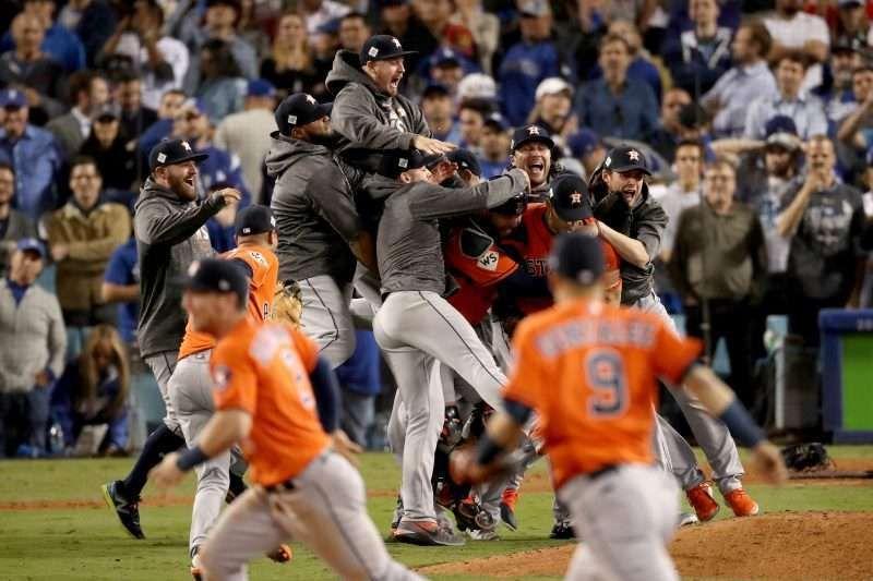 La celebración de los Astros al vencer a los Dodgers de Los Ángeles en 2017.