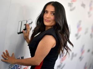 """Salma Hayek """"culpará"""" a chef mexicana si no consigue entrar en vestido que usará para el Oscar"""