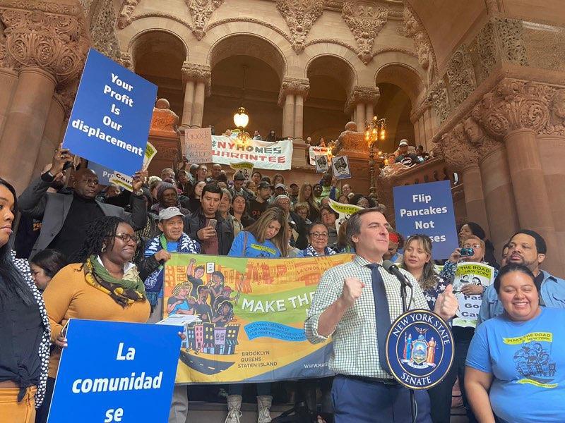 Inquilinos exigen en Albany aprobación de leyes contra el desalojo y la especulación