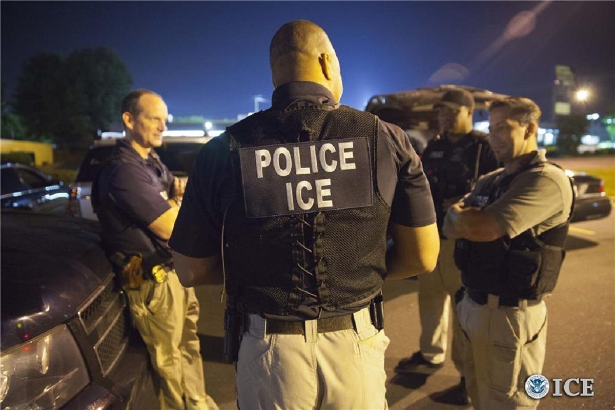 ICE hace 3 precisiones sobre sus operativos para detener a inmigrantes