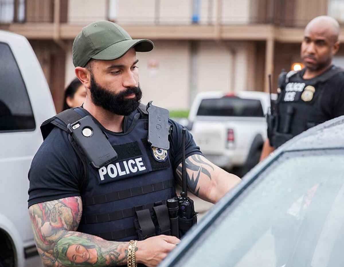ICE intensifica vigilancia y redadas en ciudades santuario con cientos de agentes de élite