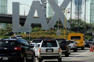 Inician huelga de hambre trabajadores de comida en aeropuerto de Los Ángeles