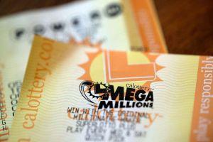 Ganó $1 millón en la lotería y se apresuró a compartirlo en familia