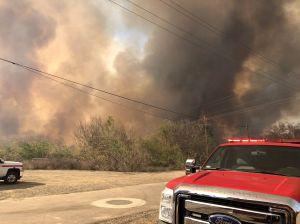 Estalla incendio en Riverside: autoridades intentan controlar el fuego