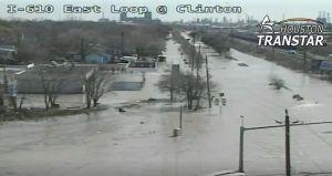 VIDEO: No cayó una sola gota de lluvia, pero un sector de Houston se inundó y hubo personas que tuvieron que ser rescatadas