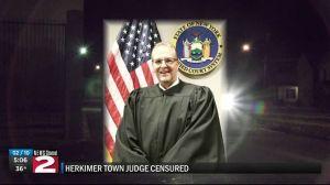 Perdonan a juez que chocó borracho y armado contra tienda Kmart en Nueva York