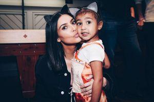 Kim Kardashian y su hija North enloquecieron la red al bailar 'To My Love' de Bomba Estéreo