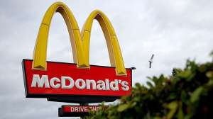 Agrede a empleada adolescente de McDonald's por olvidar la catsup en su orden