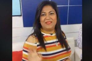 """""""Lady Frijoles"""", de la caravana migrante, presume con foto desde set de grabación de programa televisivo en Honduras"""
