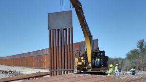 En video: Así levantan el muro fronterizo para llegar a 115 millas de 450 que prometió Trump