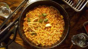 Nueve miembros de una familia en China murieron por comer sopa de fideos guardada por un año