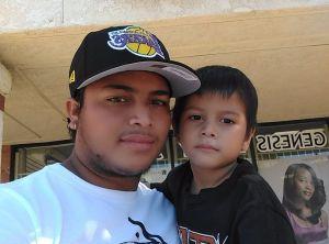 Padre visita a su hijo en refugio para menores no acompañados